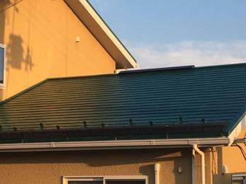 なかなかメンテナンスできない屋根を綺麗にしていただいて助かりました。
